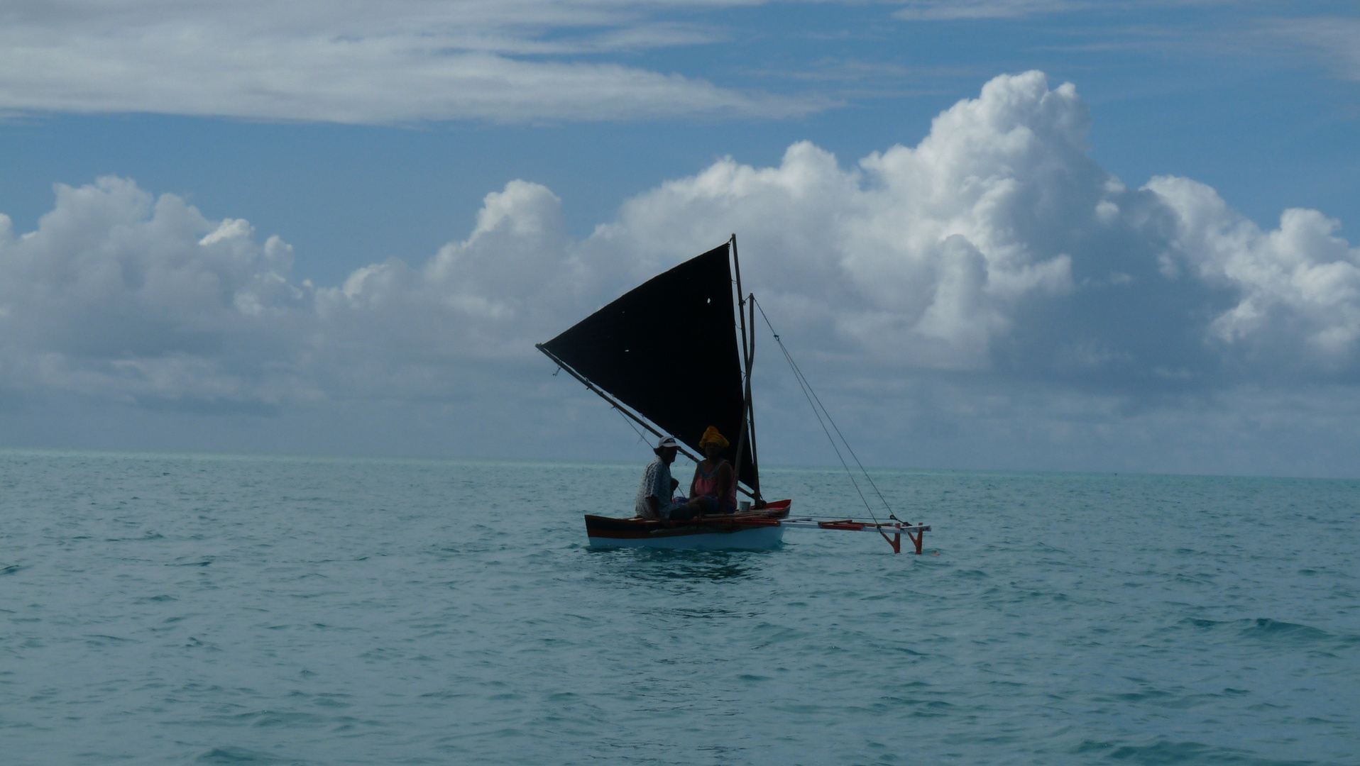 Segelkanu in der Südsee in der Lagune von Tarawa