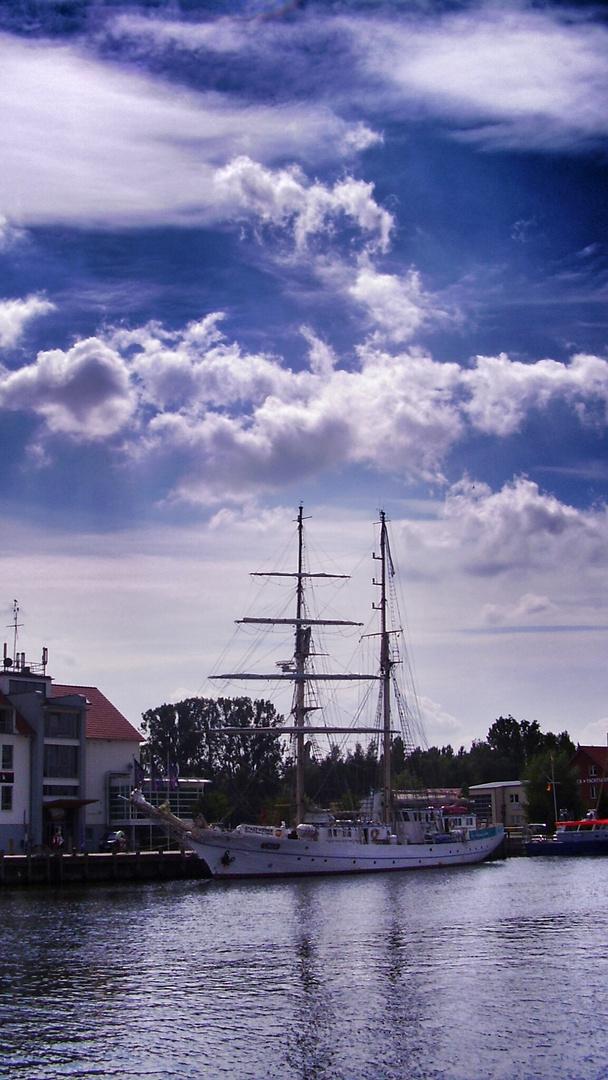 Segelschiff bei Wieck ( Ostsee )