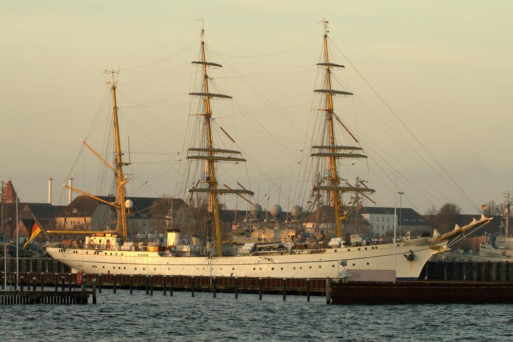 Segelschiff Gorch Fock in Kiel am Marine Stützpunkt