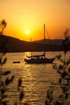 Segelschiff im Sonnenuntergang
