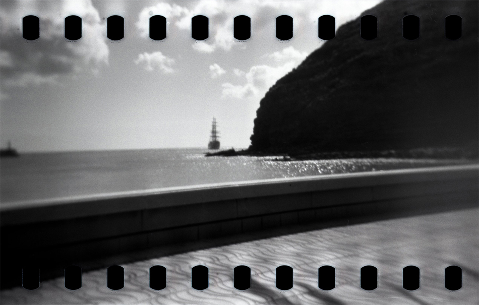 Segelschiff Küste Hafenmauer Meer