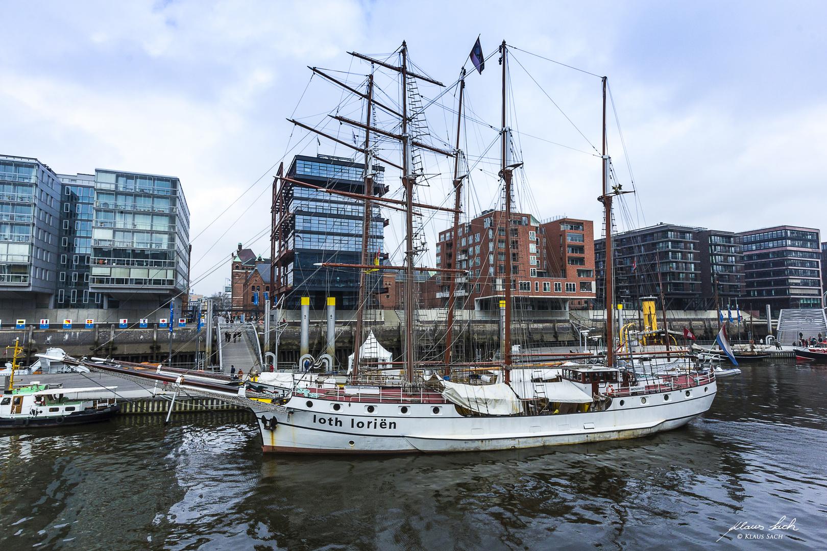 Segelschiff Loth Lorien am Kaiserkai in der Hafencity