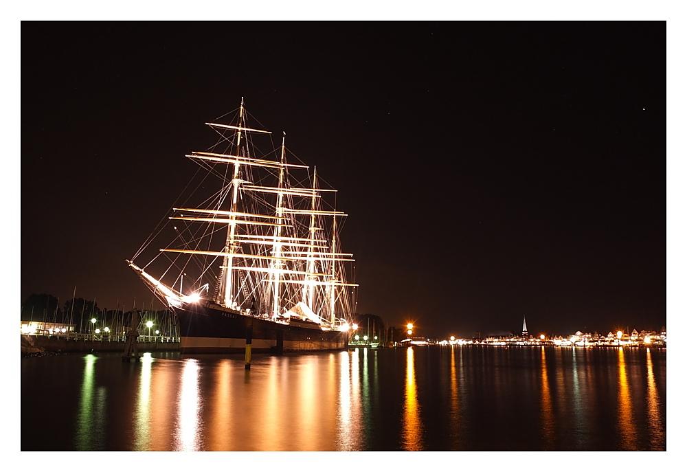 """Segelschiff """"Passat"""" bei Nacht"""