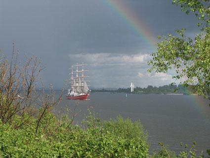 Segelschiff unterm Regenbogen!
