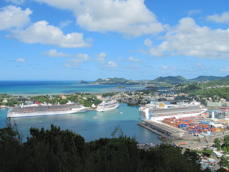 Segeltörn Karibik: Blick auf Hafen und Stadt von Castries, Hauptstadt v. St.Lucia