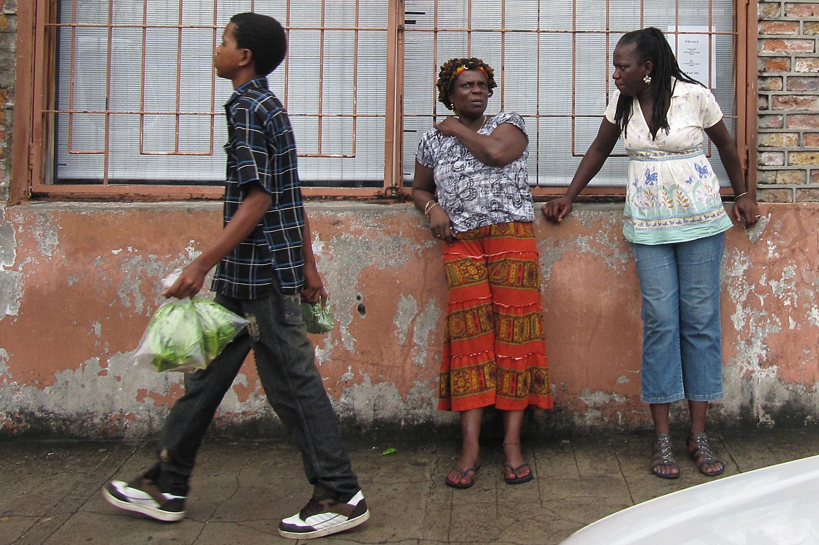 Segeltörn Karibik: Straßenszene auf St. Lucia (3)