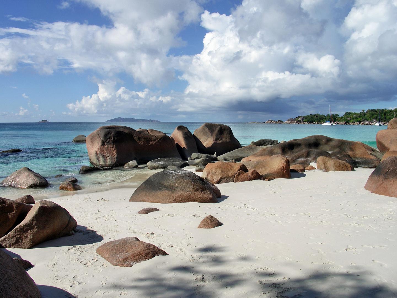 Segeltörn Seychellen: Ankern vor der Anse Lazio, Insel Praslin