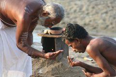 Segnung 8700 Klicks am Strand in Indien