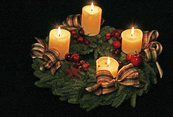 .....sehet die vierte Kerze brennt