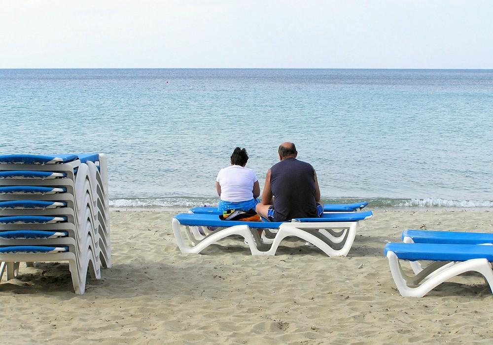 Sehnsucht - Paar am Strand von Fourka, Griechenland