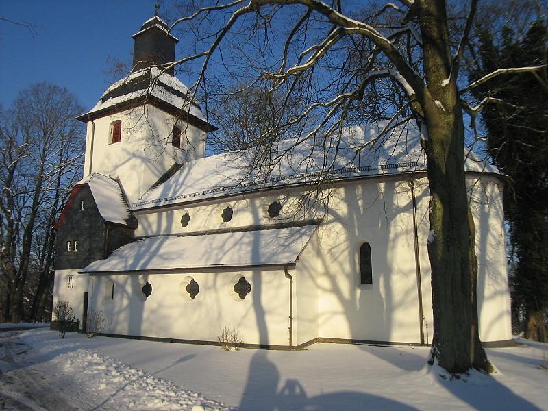 sehr alte romanische kirche in almersbach westerwald