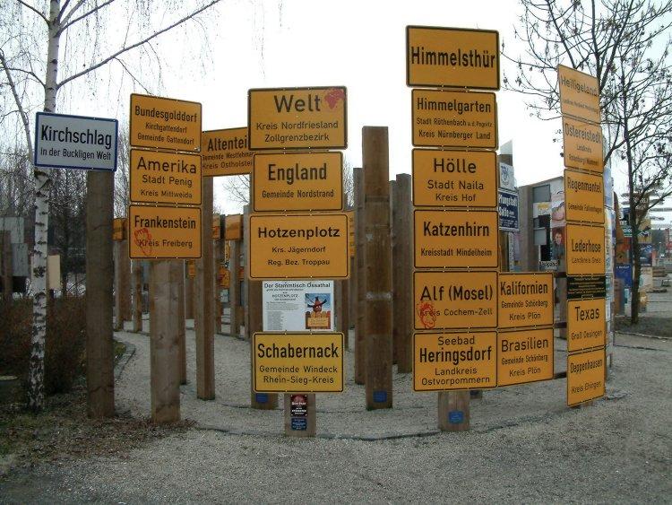 sehr viele Schilder