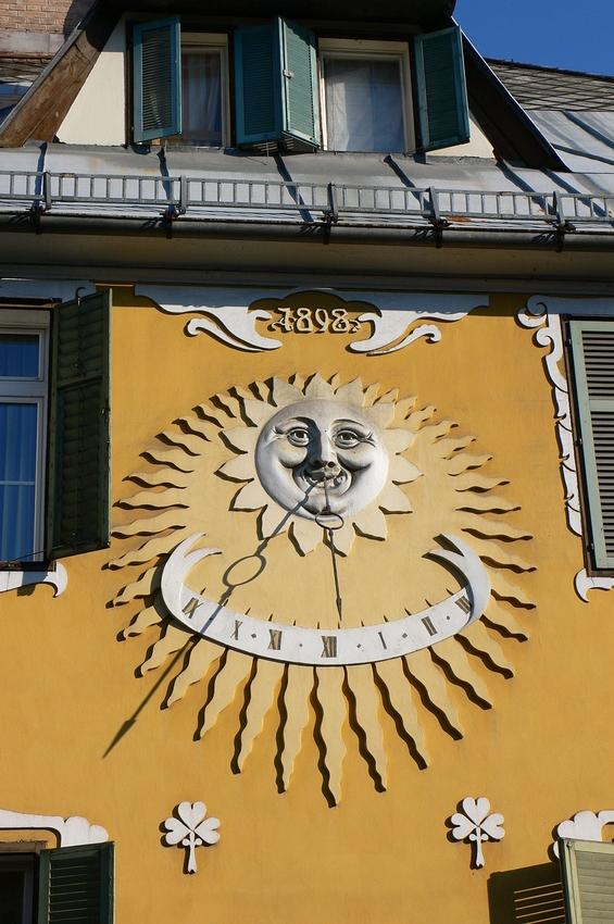 ...sei heiter wie die Sonnenuhr.....