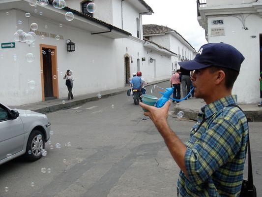 Seifenblasen in Popayán