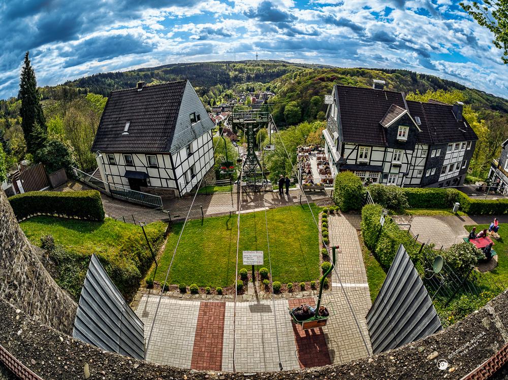 Seilbahn auf Schloss Burg