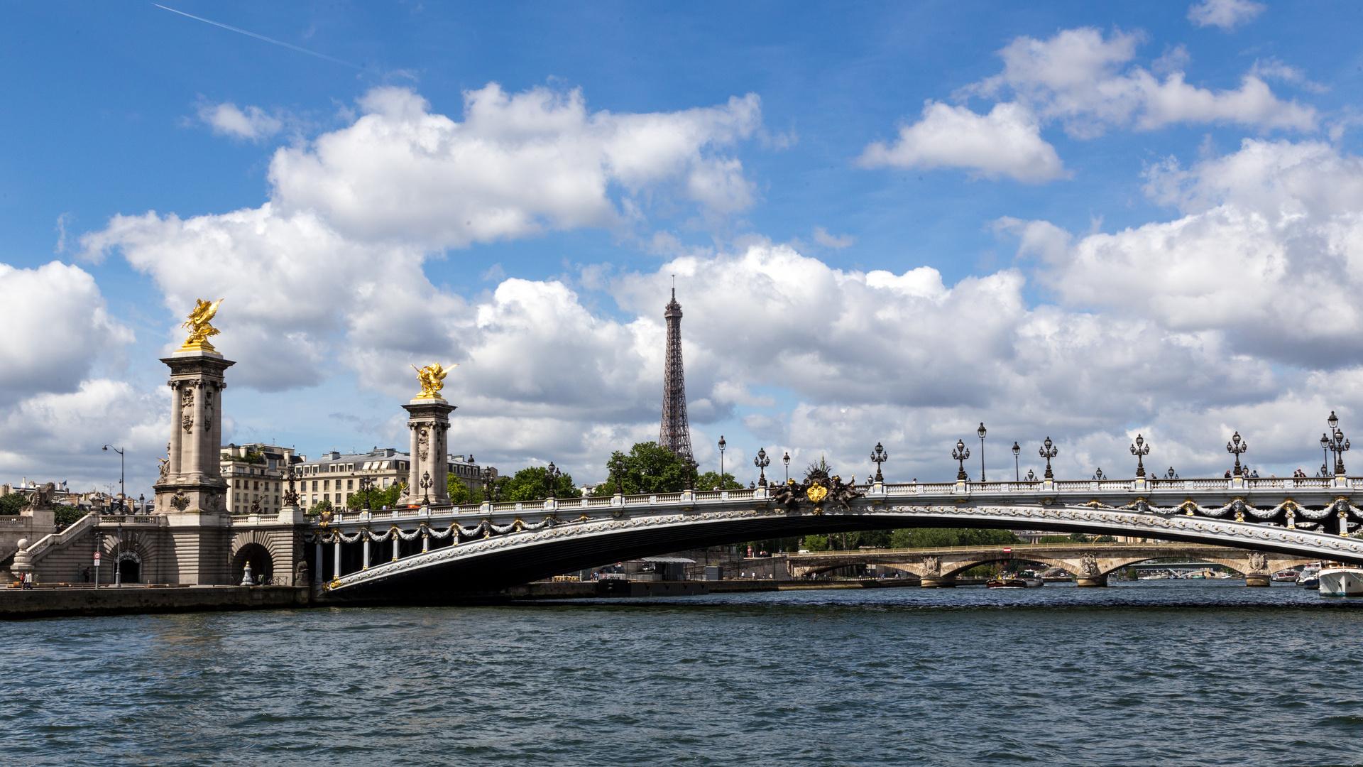 Seine-Tour (Pont Alexandre III)
