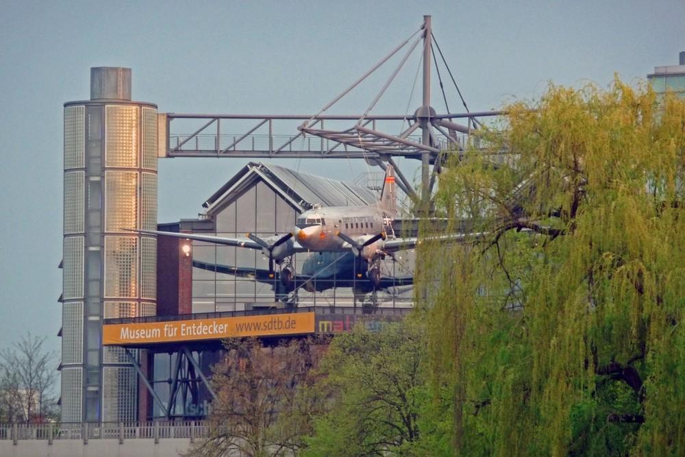 Seit 60 Jahren: Der Rosinenbomber fliegt noch immer....