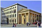 Seitengebäude des historischen B.Tors im direkten vergleich zum Neubau der Commerzbank von 1998