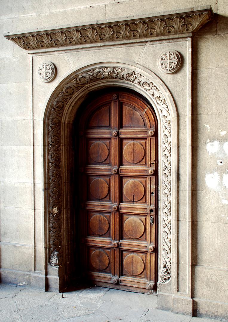 Seitentür der Alexander Newski-Kathedrale im Zentrum von Sofia