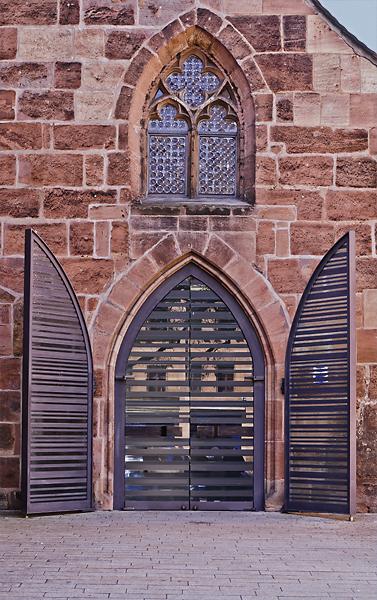 Seitentür von einer Kirche in Nürnberg
