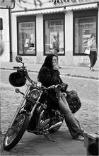 selbst ist die Frau (Motorradbraut)