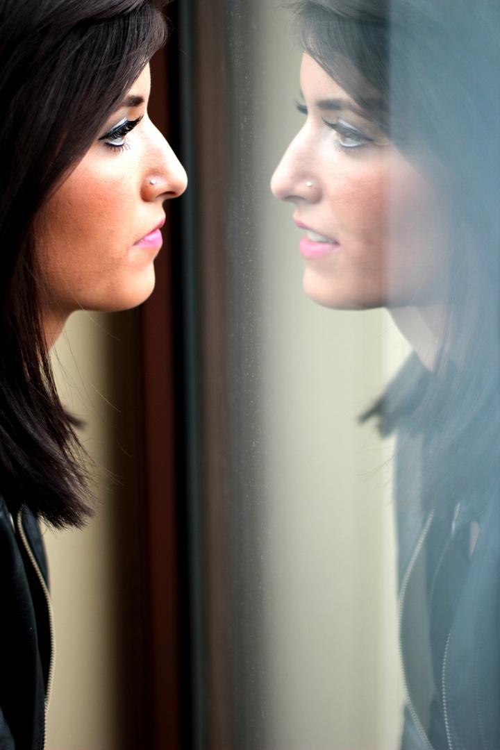 selbst wenn du nicht lächelst, dein Spiegelbild tut es trotzdem.....