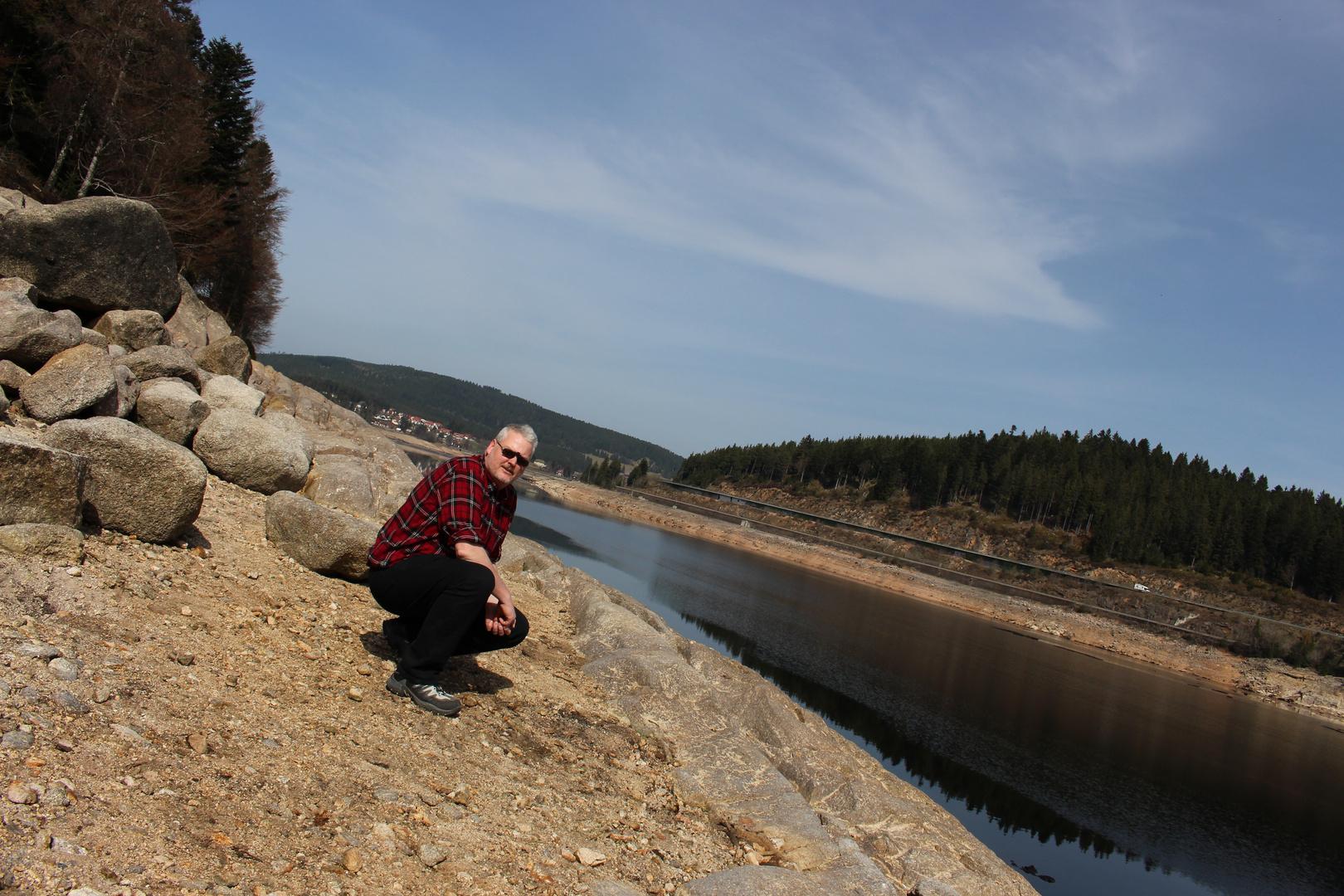 Selbstportait im Schluchsee mit niedrigem Wasserstand