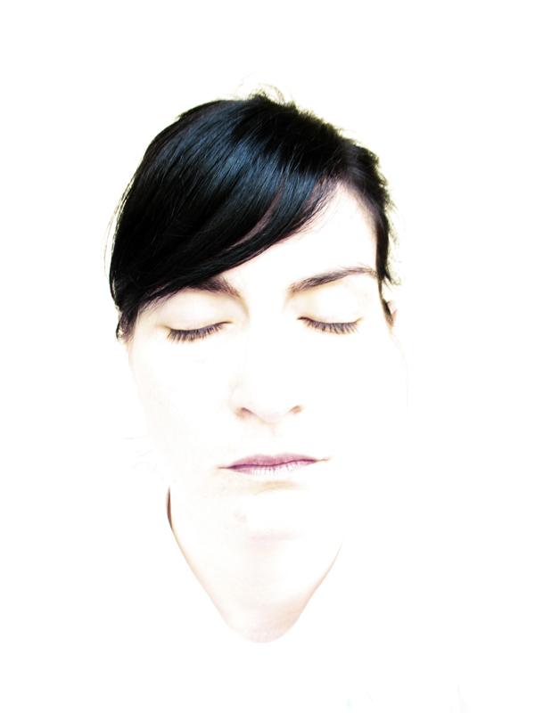 """""""Self in white"""" di Veronica Giossi"""