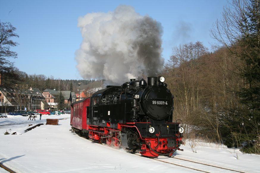 Selketalbahn: Ausfahrt aus Alexisbad