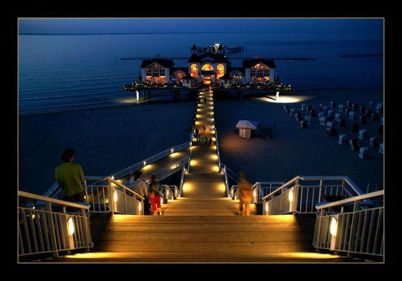 Selliner Seebrücke bei Nacht