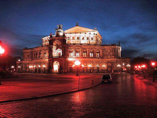 Semperoper Dresden bei Nacht. Powershot S20