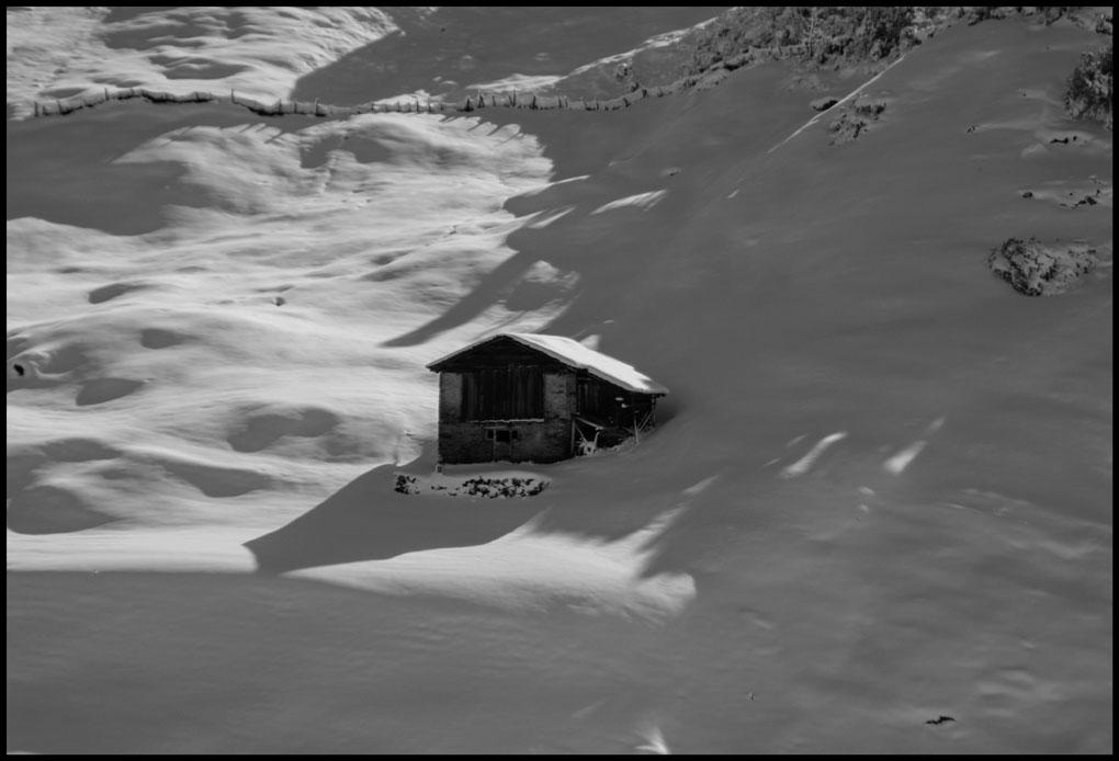 Sennhütte im Schnee
