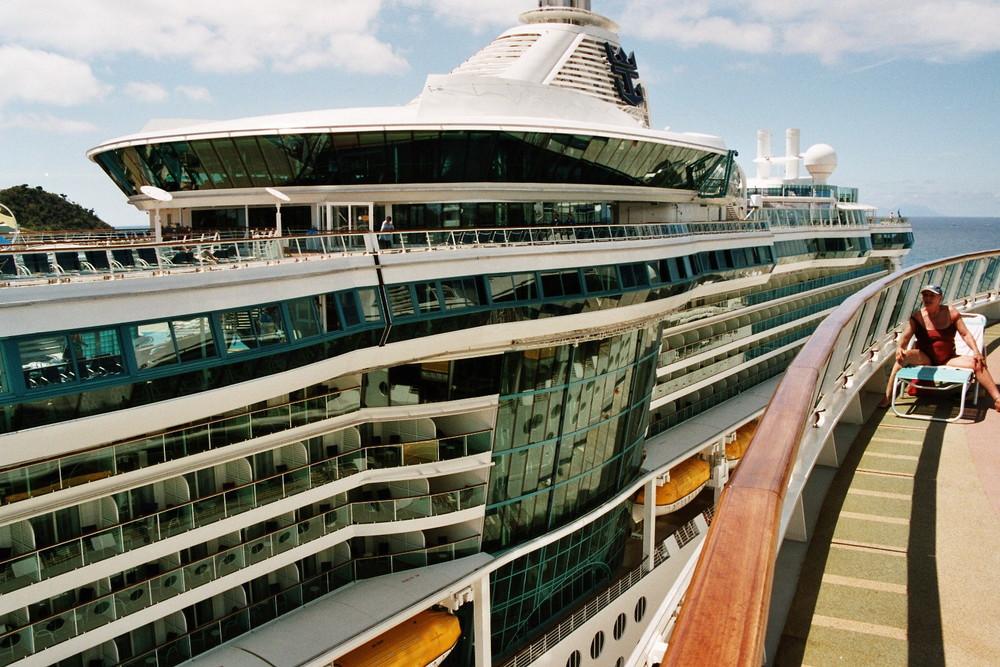 Serenade of the Seas von Royal Caribbean Cruise Line vom Pooldeck