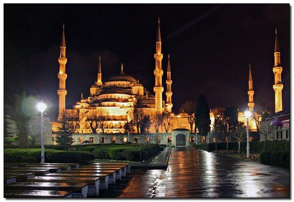 Seul face à la Mosquée Bleue