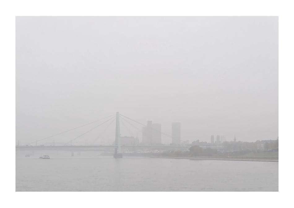 Severinsbrücke im Nebel