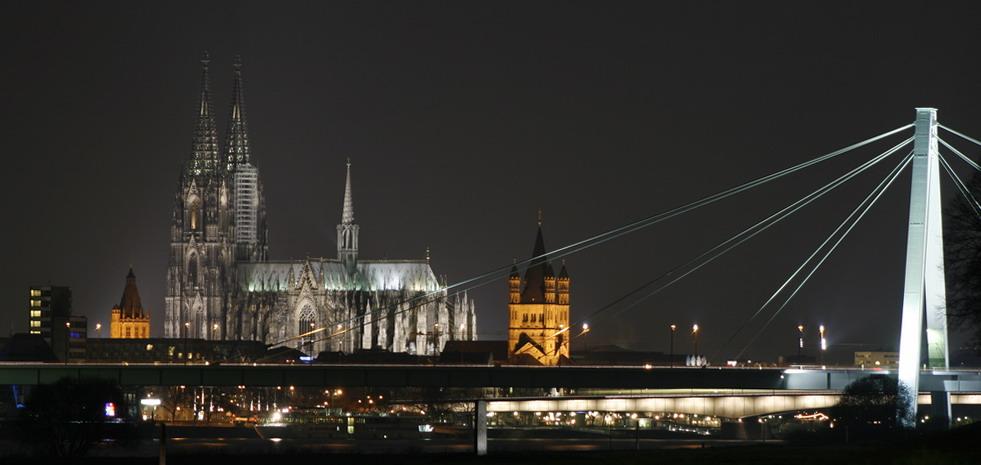 Severinsbrücke und Dom bei Nacht