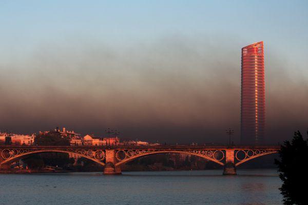 Sevilla amanece cubierta de contaminación