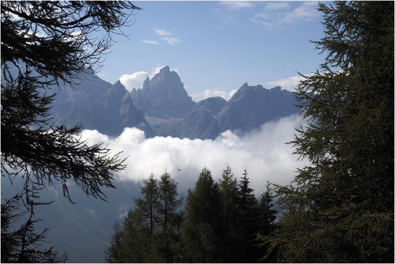 Sextener  Dolomiten im Morgennebel vom Helm aus