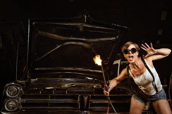Sexy Automechanikerin