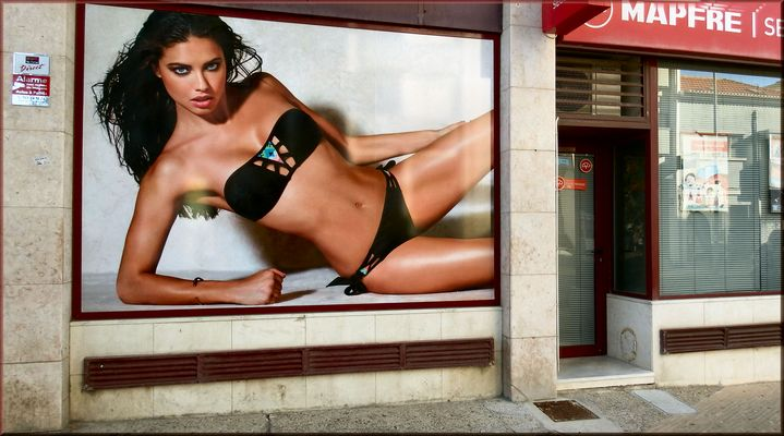 Sexy in windowshop