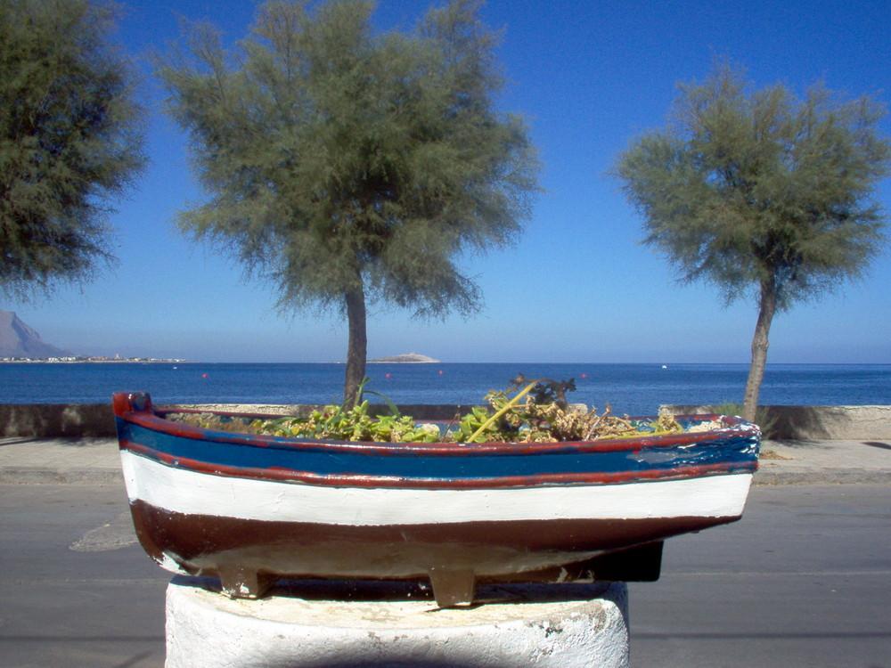 Sferracavallo: barca fuor d'acqua