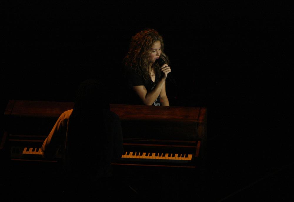 Shakira solo w/ piano