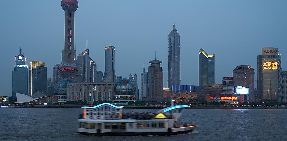 Shanghai am Abend (2)