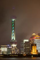 Shanghai Pearl Tower im Regen