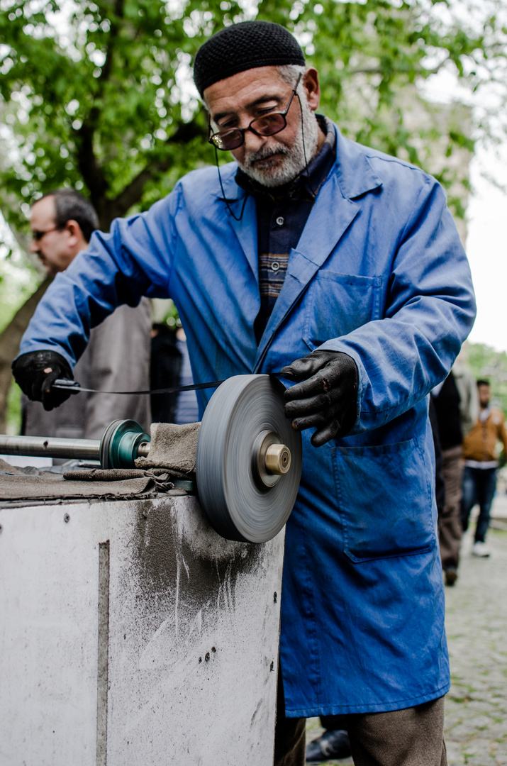 sharpening knives in Istanbul