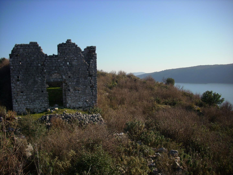 Shasi - der See und die Kirche