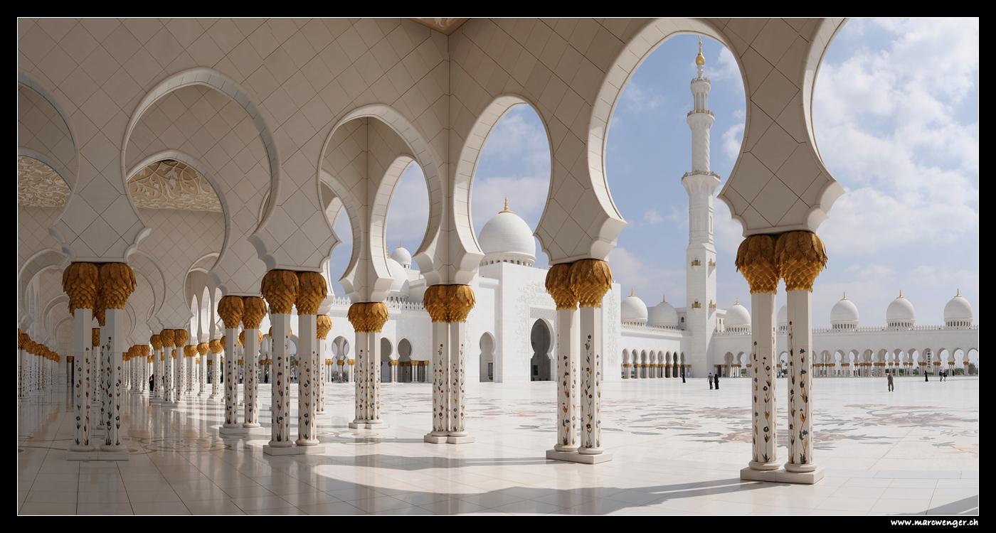 Sheikh Zayed Grand Mosque in Abu Dhabi - United Arab Emirates