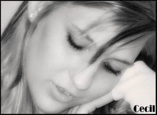 She´s thinking