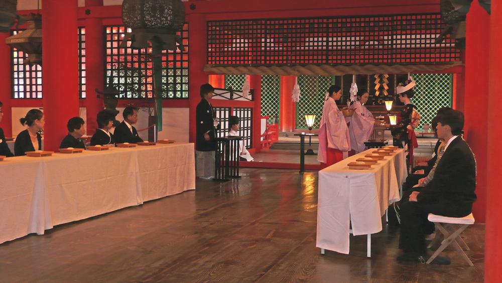 Shinto Hochzeit im Itsukushima-Schrein