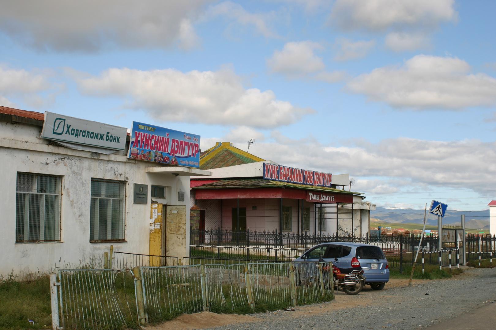 Shoppingmeile in Sayhan Ovoo, Zentral- Mongolei